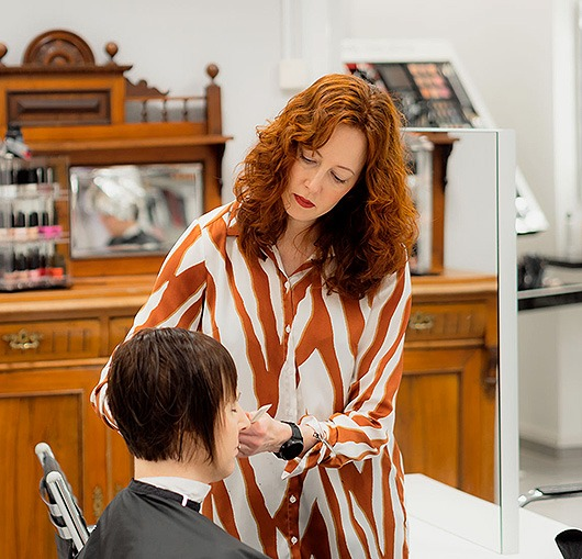 Salon Virho kampaamon hiustenleikkaus